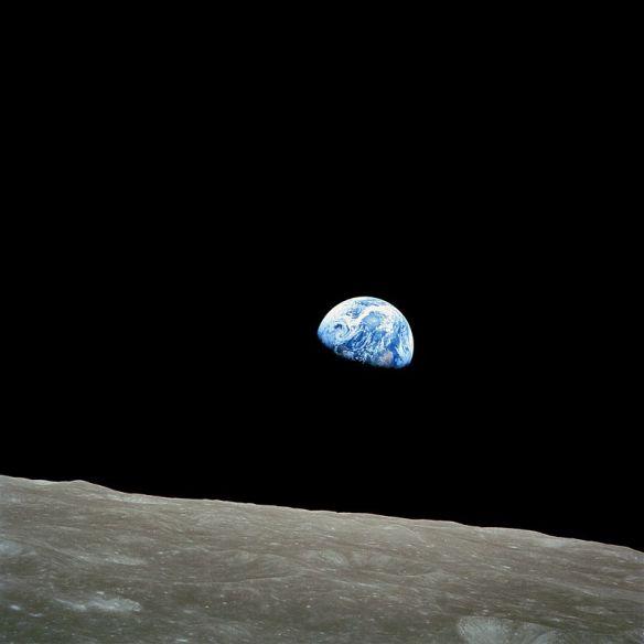 800px-NASA-Apollo8-Dec24-Earthrise